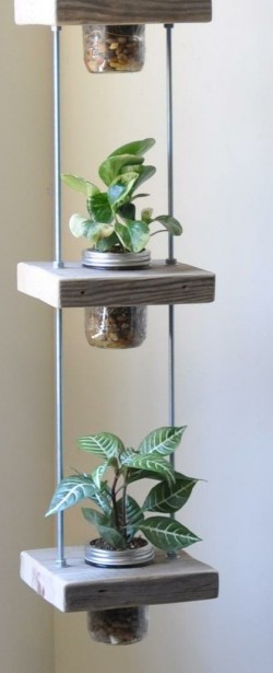Peque os jardines verticales c mo hacer uno con for Adornos jardin reciclados
